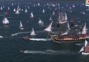 BREST: L'Hermione parade aux Fetes Maritimes 2016