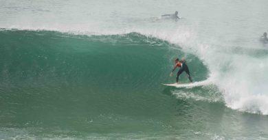 QUIBERON: Grosses vagues ont fait du Surf et du Bodyboard