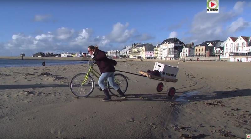 Quiberon Elodie chasse les dechets des plages