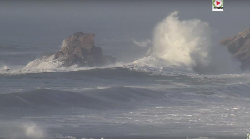 explosion de vagues - TV Quiberon 24/7