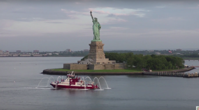 Queen-Mary 2 Arrives in New-York-City - NYC Brittany TV