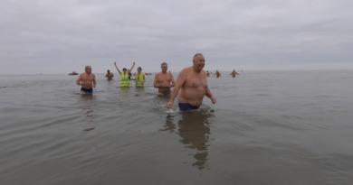 Loctudy: Le Bain des Sirenes - Bretagne Télé