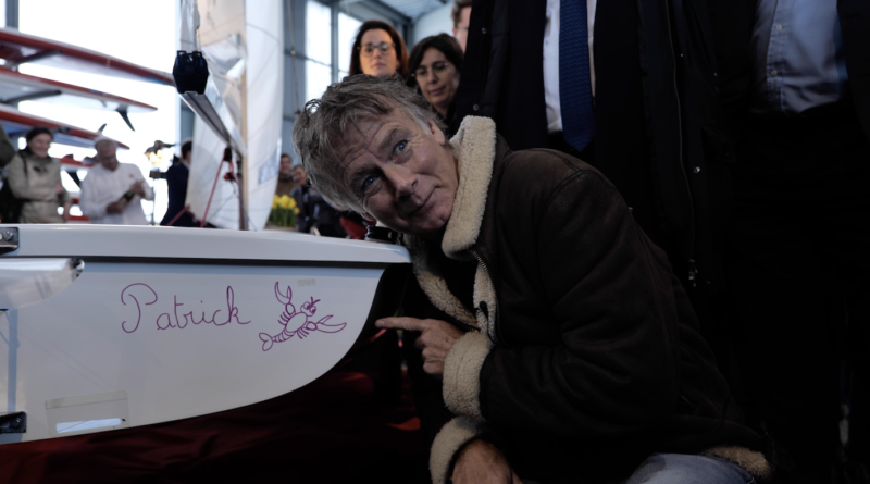 """Brest: Franck Dubosc baptise le voilier """"Patrick """" - Bretagne Télé"""