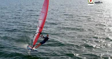 Windsurf IQFoil: Louis Giard roi de la Baie - TV Quiberon 24/7