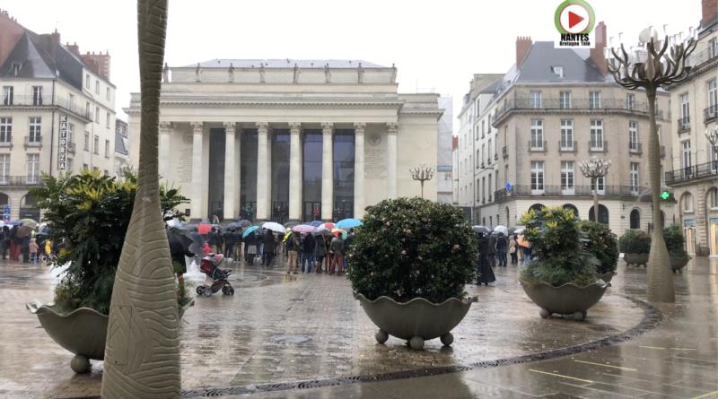 NANTES | Manif pour le retour de la MESSE - NANTES Bretagne Télé