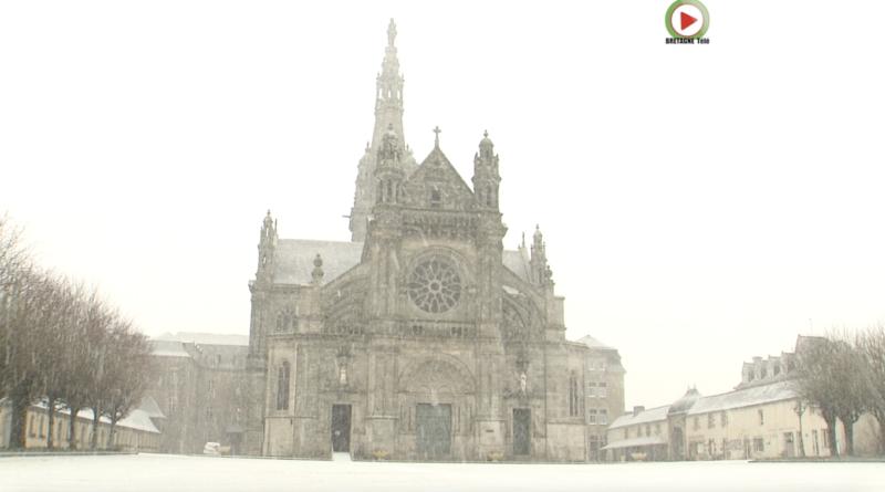 Sainte-Anne-d'Auray | Neige à la Basilique - Bretagne Télé