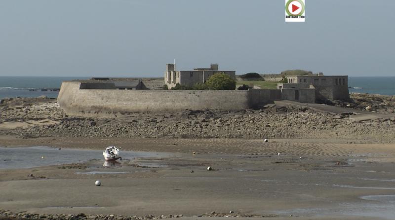 Ploemeur | Le Fort Bloqué à marée basse - Bretagne Télé